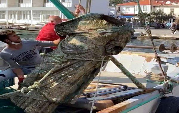 Muğla Marmaris'te Balık Ağına 300 Kiloluk Bronz Kadın Heykeli Takıldı