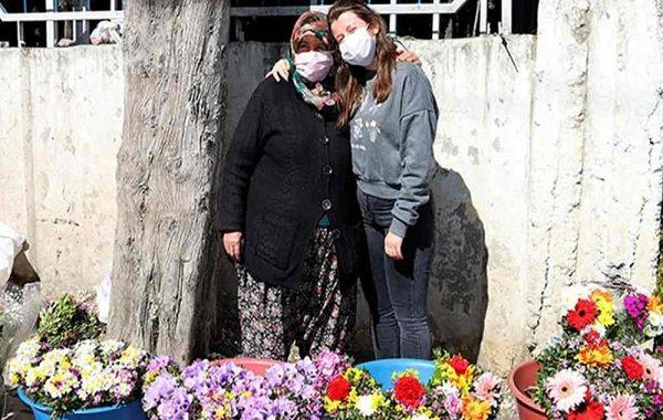 Mezarlıkta Çiçek Satarak Kızını Oxford Üniversitesi'nde Okutuyor!