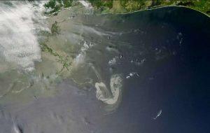 Oil in the ocean photooxides