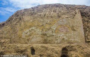 """Peruda 3200 Yıllık """"Örümcek Tanrı"""" Tapınağı Keşfedildi"""