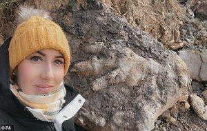 Sahilde Yürüyen Arkeolog 175 Milyonluk Bir Dinozora Ait Ayak İzi Buldu