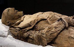 Bir Fetüsle Gömülü Mumyalanmış Piskoposun Gizemi Çözüldü