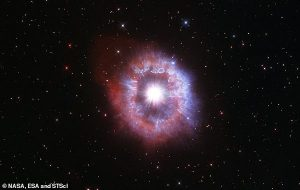 Hubble Teleskopu Yok Olmanın Eşiğindeki Dev Bir Yıldızın Çarpıcı Fotoğrafıyla 31. Yaş Gününü Kutluyor
