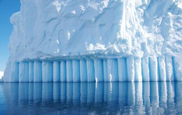 Antarktika Sahanlığından Kopan Buzul Şuan Dünyanın En Büyük Buz Dağı Oldu