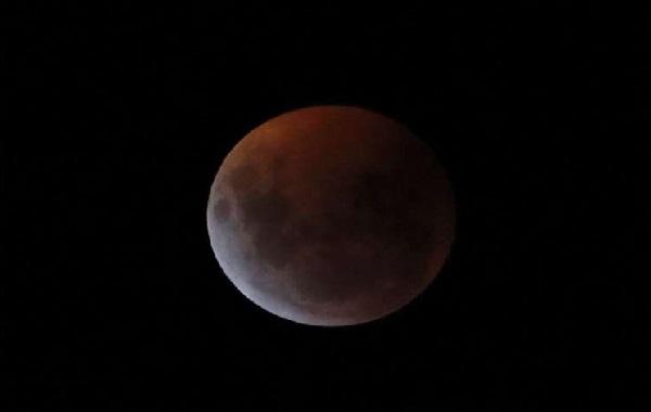 Cosmic 2-for-1: Total lunar