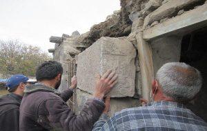 Konyada 3300 Yıllık Luvi Yazıtı, Taş DiyeÖrenyerinden Çıkarılıp Kapı Sövesi Yapılmış