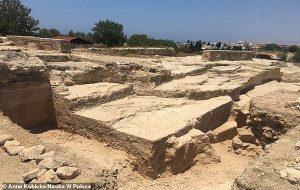 Kıbrısta Tanrıları Memnun Etmek İçin Yapılmış 2000 Yıllık Ziyafet Salonu Keşfedildi