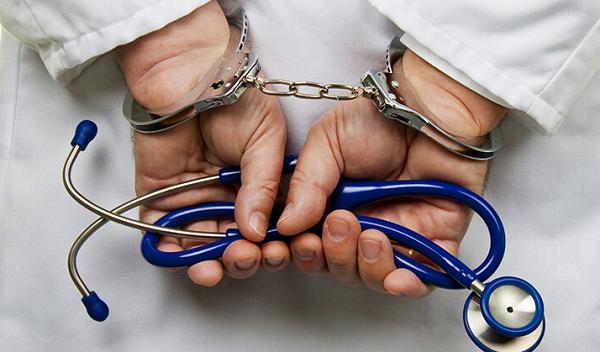 "Hapishane Doktoru, Covidli Mahkumları Gizlice ""İvermektin"" ile Tedavi Etti"