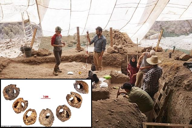 Fasta Yapılan Kazıda 150.000 Yıllık, Dünyanın En Eski Mücevheri Keşfedildi