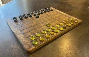 Arkeologlar Dama ve Satranç Arasında Bir Geçiş Olan 1500 Yıllık Oyun Keşfetti