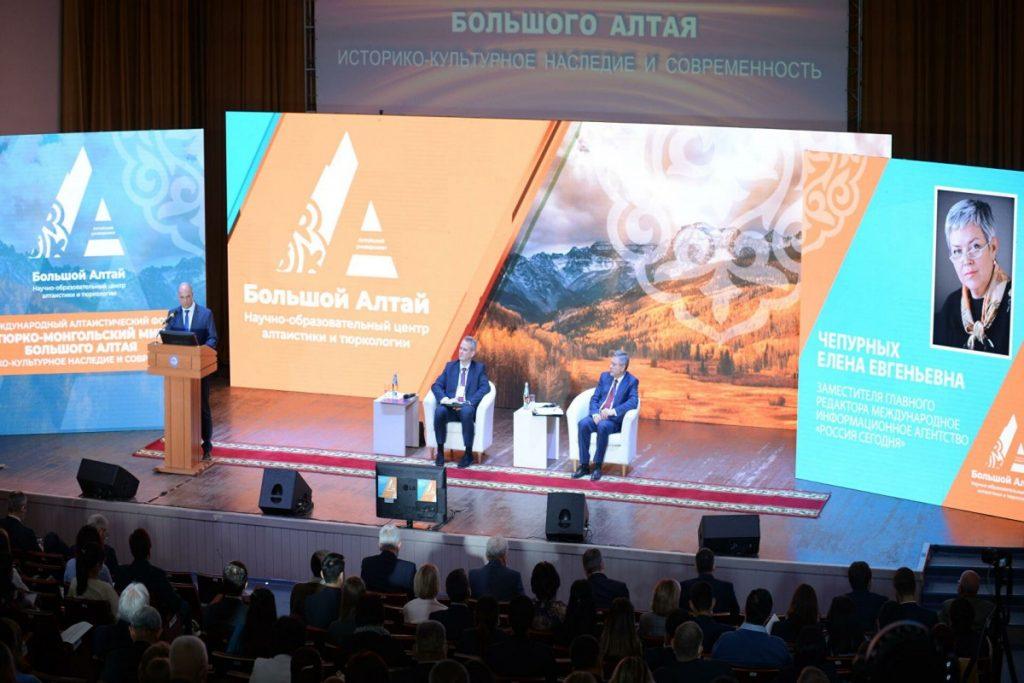 Rusya-Altay Cumhuriyetinde Uluslararası Türk Bilim İnsanları Forumu Düzenlendi